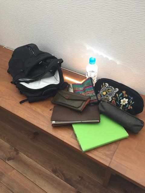 こちら、ルーシーさんのバッグの中身!ノートパソコンも、お財布も、A4ノートもすっきり収納! こちらのバックはスタジオでもとっても人気で、残りあと2個となりました。 もちろん「運動」の時だけではなく、普段使いでも可能です!カジュアルな服装の時に、レジャーにお出かけの時に色んなシーンでご使用いただけますよ!